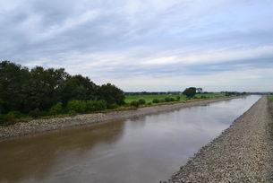 Die Ems heute - Steinschüttungen, Schlick und monotone Ufer