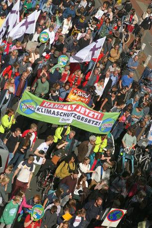 Jugend, Umweltverbände, Kirchen und Gewerkschaften Seite an Seite - 40.000 Menschen demonstrierten in Hannover fürs Klima